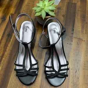NWOT Fioni Open Toe Low Heels Sandals Size 7
